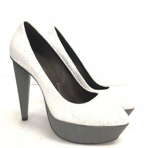 New BCBGMaxAzria Women's Grey & White Heel Size 8